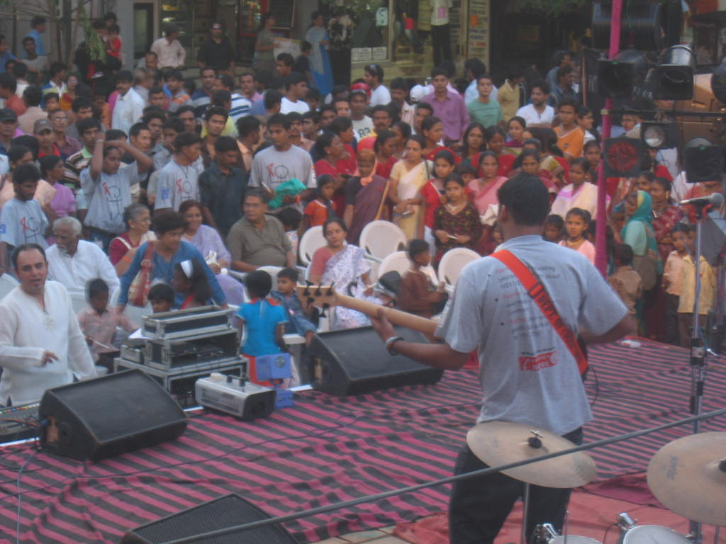 Live music during the Light Up Pune show, MG Road